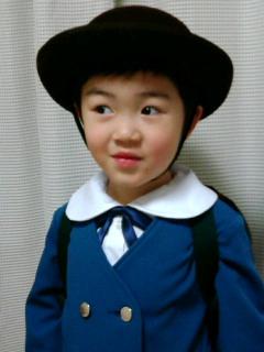 幼稚園に行く人